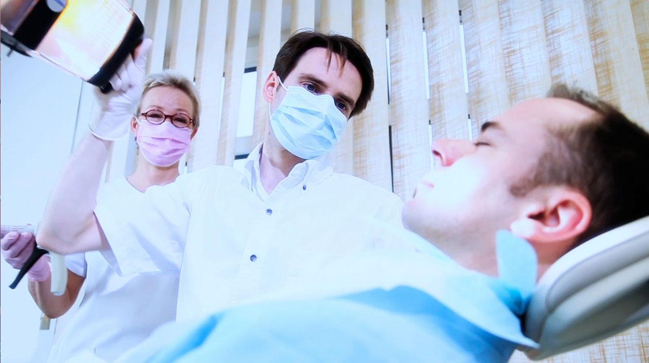 tecmotion - Imagefilm der Volksbank Halle, Beim Zahnarzt